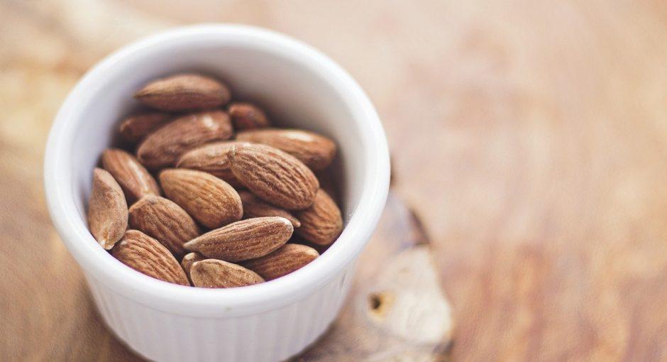 Can ducks eat almonds